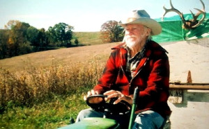 Alvin (Richard Farnsworth) en route on his John Deere